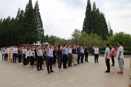 0619韦德国际热力集团组织百名党员赴淮安红色基地接受党性教育.JPG